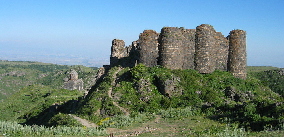 08 Armenia rovine .JPG