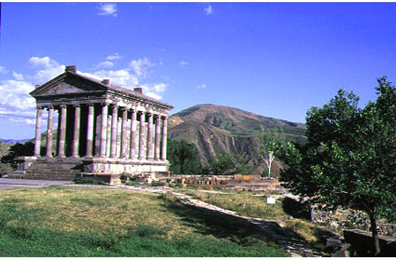 09 armenia tempio di Garni.jpg